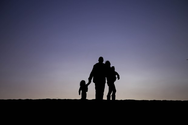 Silhouette family (3 of 4)